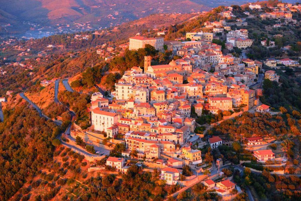 castellabate 1024x682 - Castellabate regolamenta l'accesso agli autobus turistici