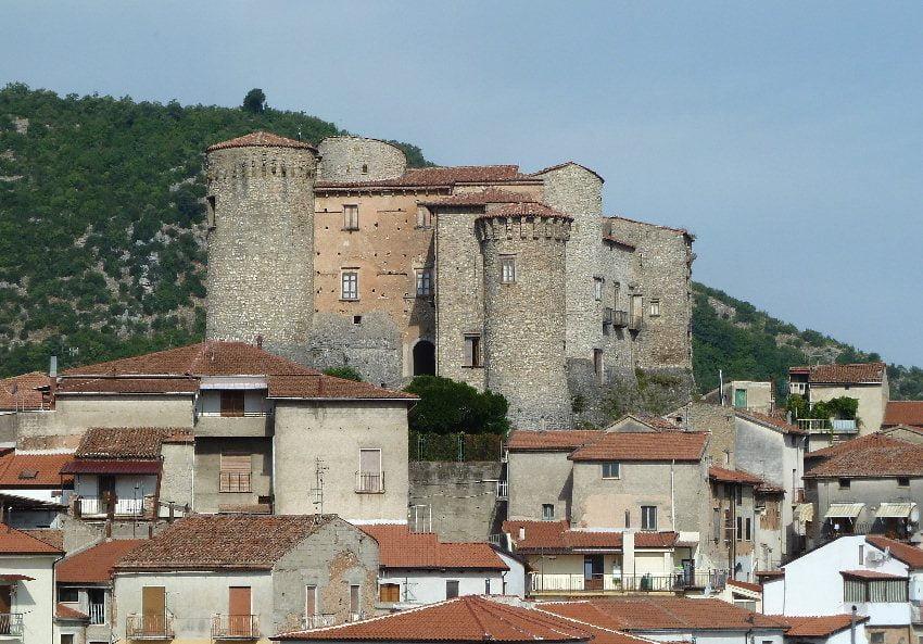 Castello di Roccadaspide - Anche a Roccadaspide la ripaertura della scuola slitta al 16 settembre