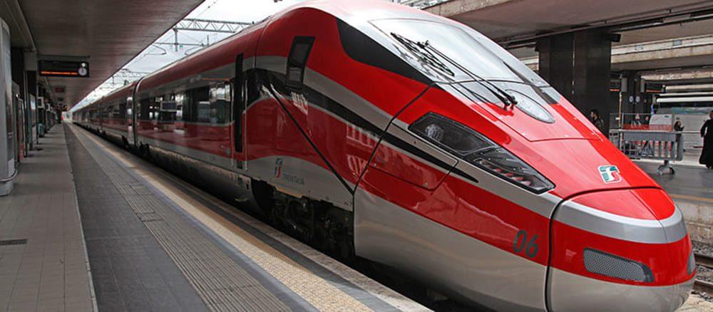 trenitalia 2 - M5S presente alla stazione di Battipaglia per la prima fermata del treno Frecciargento