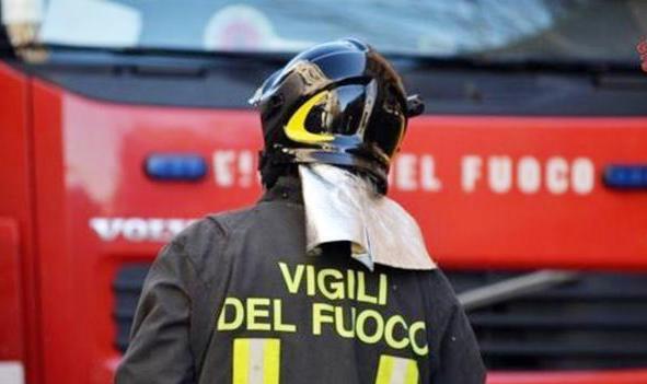 festa vigili fuoco - Marina di Camerota, incendio nei pressi di due case vacanze