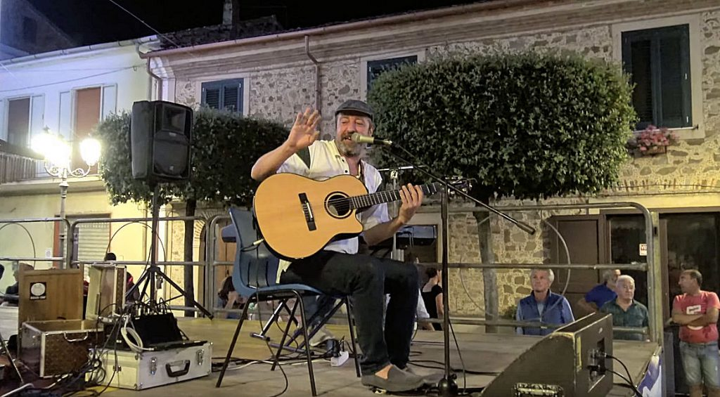 """Angelo Loia, """"Ne pizzica lu core"""" – concerto Torchiara 2019"""