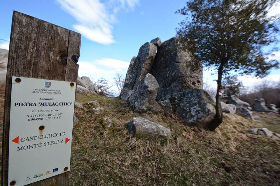 """MONTE STELLA 1 - Sul monte Stella c'e' un dolmen, si chiama """"Preta ru' mulacchio"""" - video"""