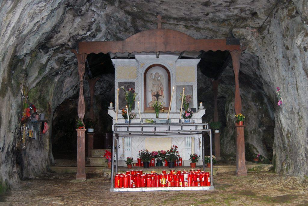 Il puzzle della domenica: Grotta di San Michele a Caselle in Pittari