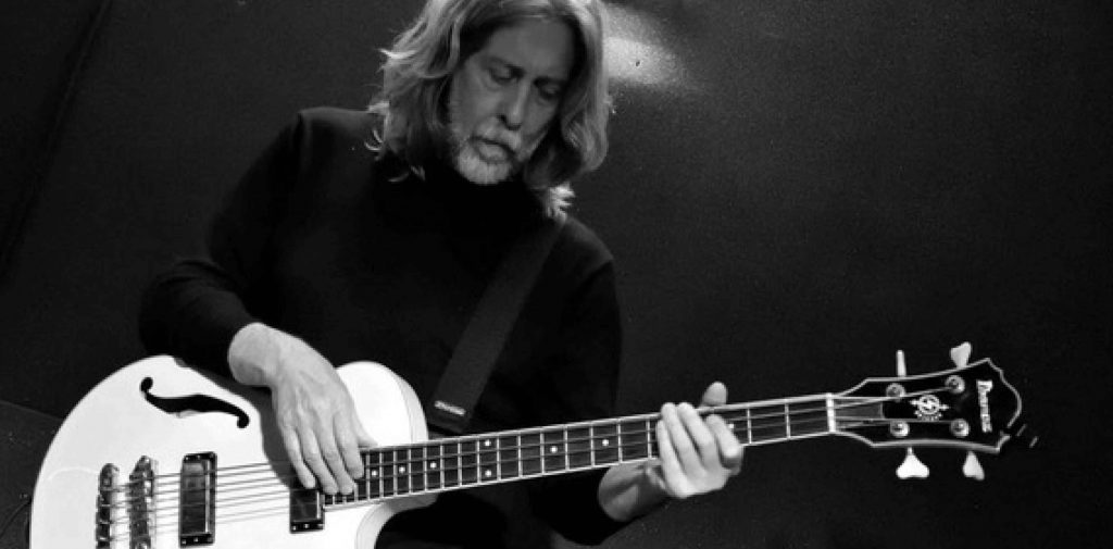 Guido Guglielminetti storico bassista e produttore di Francesco De Gregori presenta il suo libro tra Salerno e il Cilento