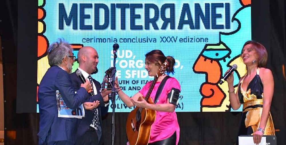 carmen - In migliaia a Oliveto Citra per applaudire Carmen Consoli