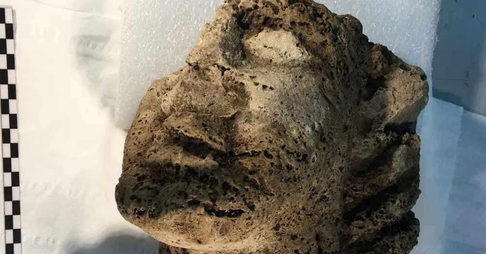 Paestum, scoperta una testa in travertino