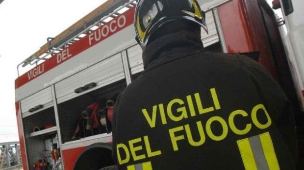 vigili del fuoco 640x358 e1523797896222 - Teggiano, attimi di tensione, prende fuoco una cabina elettrica