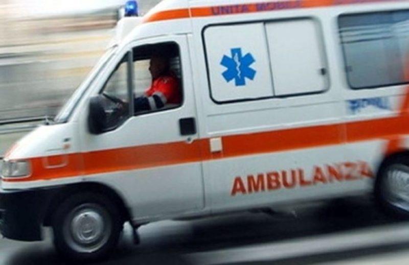 2360760 2358 ambulanza e1560615630800 - Comandante della Polizia Municipale di Capaccio investito da un'auto