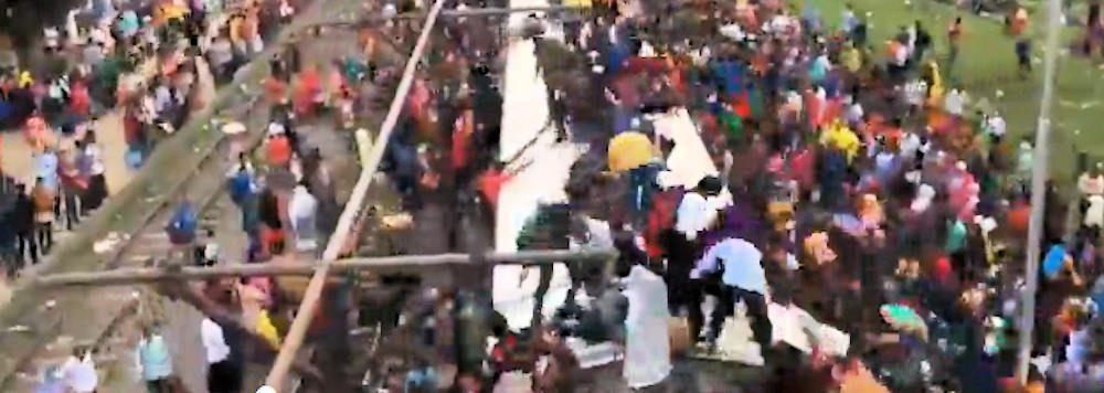 Curiosita', La dura (e pericolosa) vita dei pendolari in Bangladesh – video