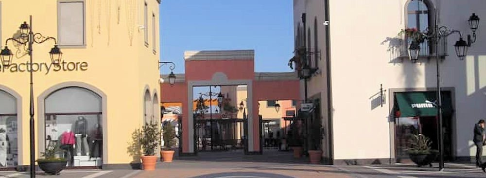 "Incendio in un negozio del ""Cilento Outlet Village"""