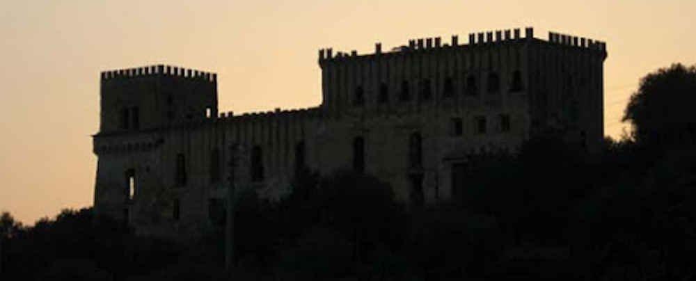 caste - Castello di Marina di Camerota: il comune ha diritto di prelazione