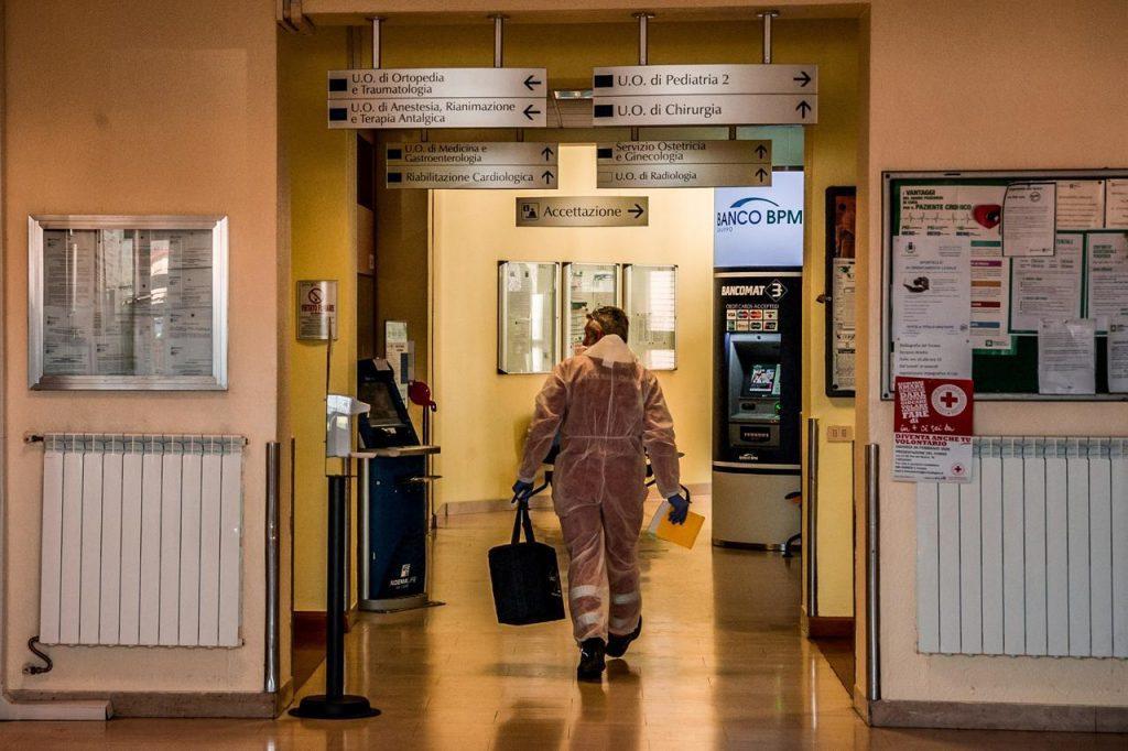 """Coronavirus, Crisanti: """"Attenzione o epidemia riparte"""""""