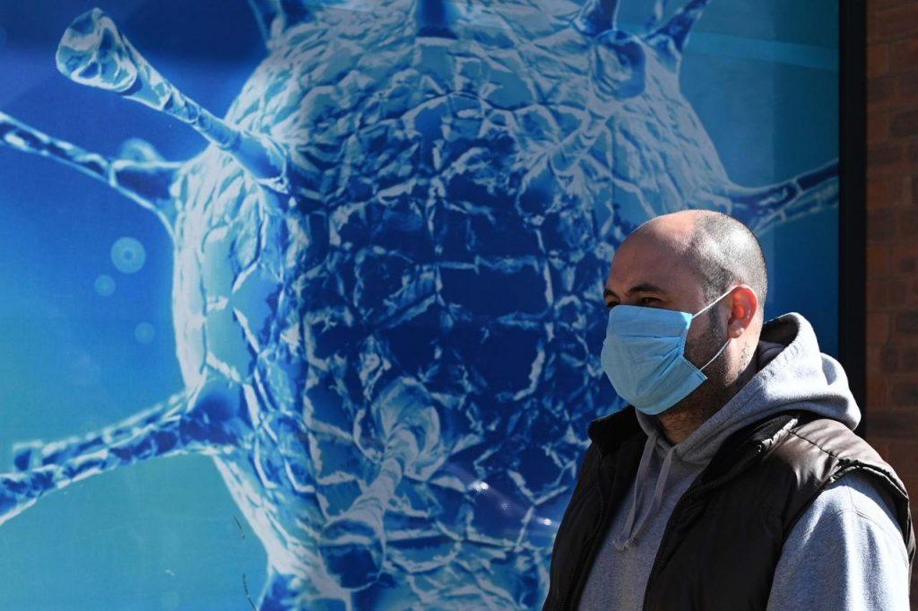 coronavirus regnounito afp 1024x681 - Virus contagia a oltre 1,8 metri, Cdc aggiorna linee guida