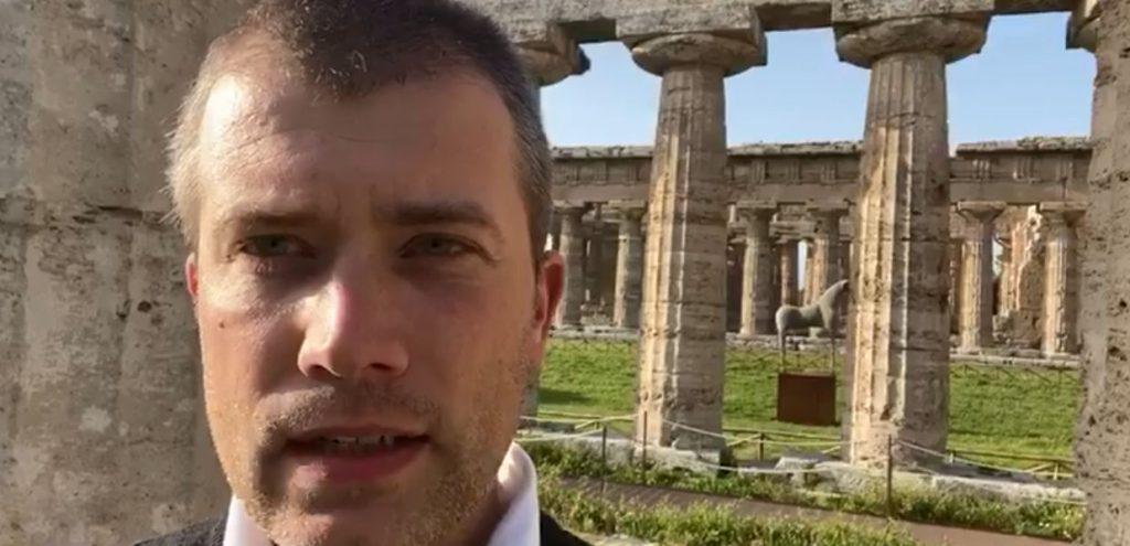 Parco Archeologico Paestum: passeggiare al tramonto tra i templi – il video di Zuchtriegel