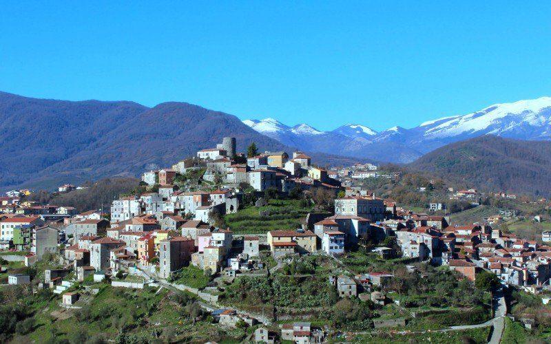 Caselle in Pittari, sindaco «Questa non è l'Europa che ho sognato»