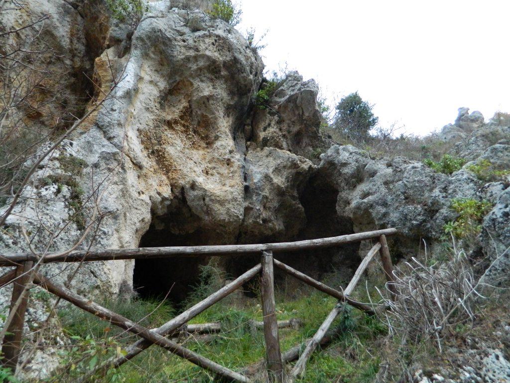 Il puzzle della domenica: le grotte dei saraceni di Atena Lucana