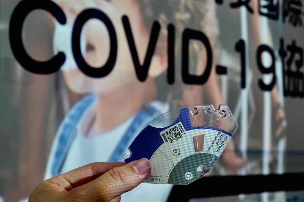 covid scritta afp 1024x682 - temperature e latitudine non influiscono su Covid-19