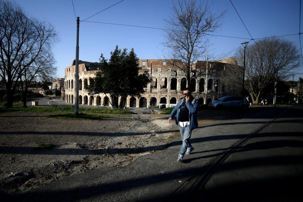 coronavirus Roma Colosseo Afp 1024x682 - con 37,5 non si entra