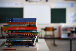 scuola libri afp 300x200 - Sant'Arsenio, parte la mensa scolastica - dal 25/10/21