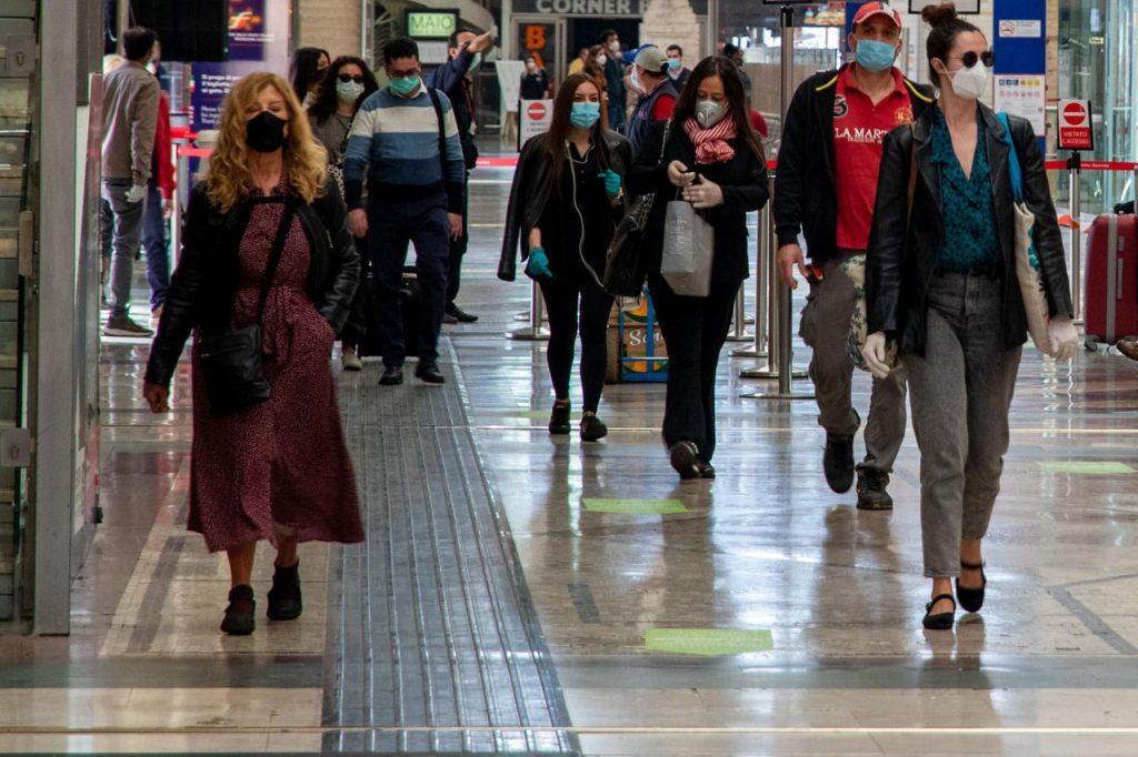 """stazione Milano coronavirus fg 1024x682 - Covid, Iss: """"Epidemia accelera, è in fase acuta"""""""