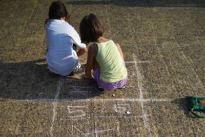 Bambini gioco campana Fg k85C  1280x960@Web - Assegno unico Family Act, a chi spetterà e quanto vale