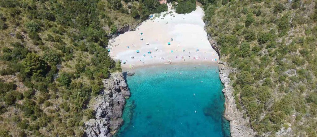 Niente da invidiare alla Sicilia o alla Sardegna: le spettacolari immagini del Pozzallo, Cala Bianca e degli Infreschi visti dal Drone – video