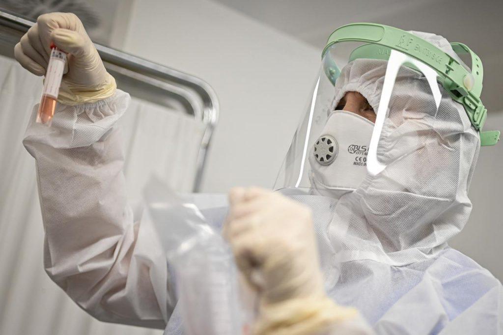 "coronavirus tamponi ipa fg 1024x682 - Coronavirus, Mantovani: ""Lascito post Covid preoccupa"""