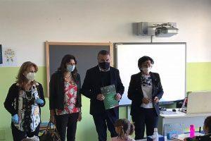 Capaccio, Sindaco dona copia della Costituzione della Repubblica Italiana per ogni studente