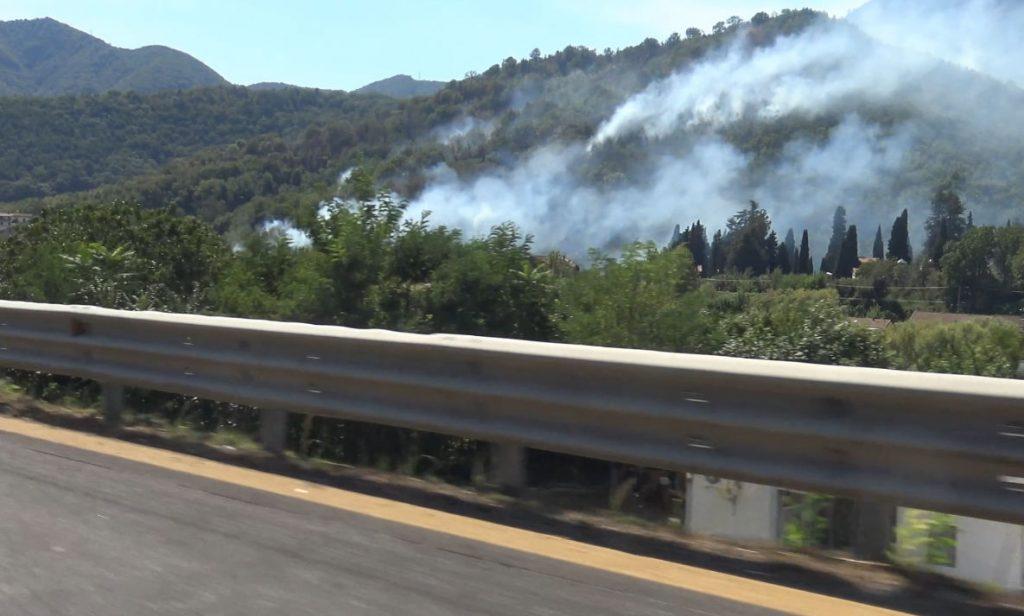 case incendio baronissi 1024x616 - Continua a bruciare Salerno, fiamme anche a Baronissi - video cilentano.it