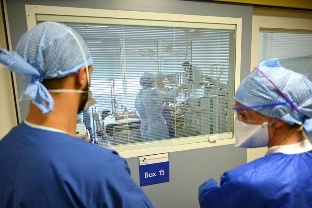 coronavirus francia medici Afp 1024x682 - Covid, contagi sopra quota 2500. I morti sono 24