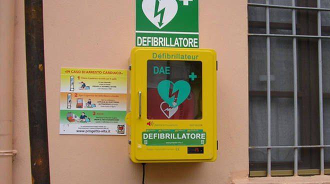 Ottati, l'Associazione La Panchina dona un defibrillatore