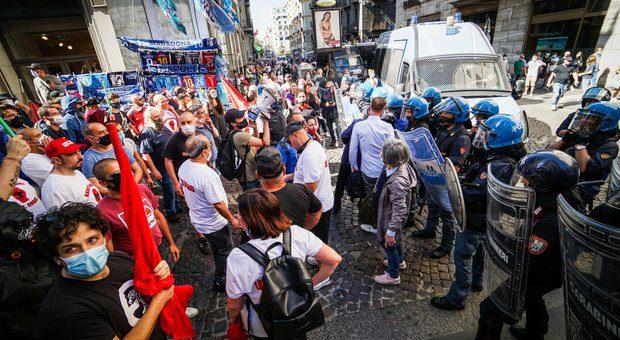 5245706 2048 centri sociali con - Lo Stato arranca, la protesta divampa in Italia