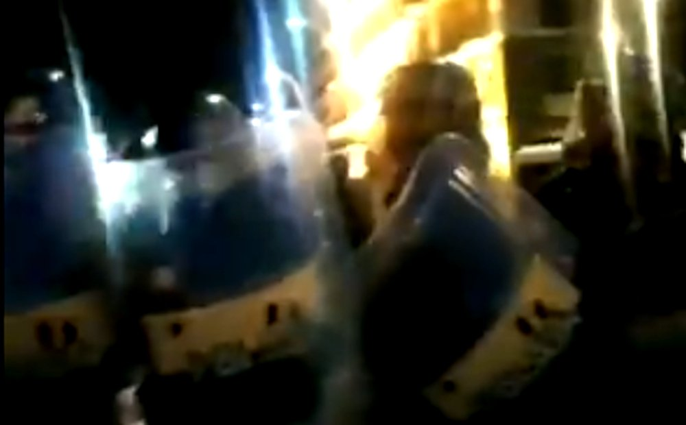 poli - Protesta antilockdown a Napoli, la polizia desiste - video