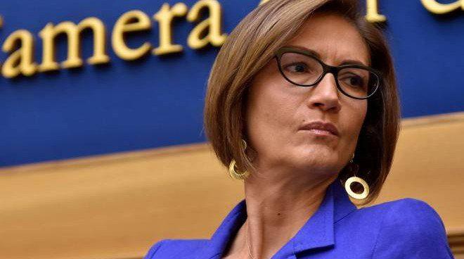 immagini.quotidiano.net  - La ministra Gelmini si complimenta per la Blue Flag di Camerota