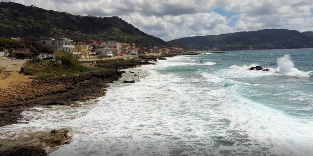 puzzle 1 1024x511 - Il puzzle della domenica: l'onda di Lago di Castellabate