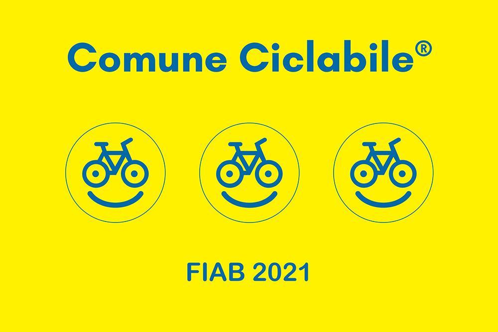 B fiab comuniciclabili2021 bandiera gialla 3 bikesmile grafica - Capaccio Paestum entra ufficialmente nella rete dei Comuni Ciclabili