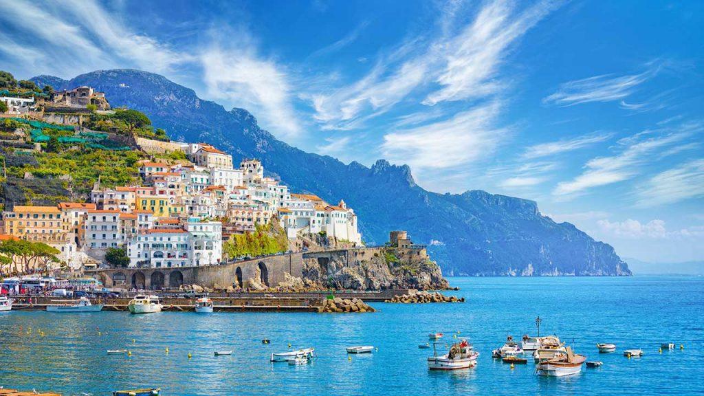 Amalfi shutterstock 1443309890 1024x576 - Castellabate, sconto del 50% per i residenti che raggiungono via mare la Costiera Amalfitana